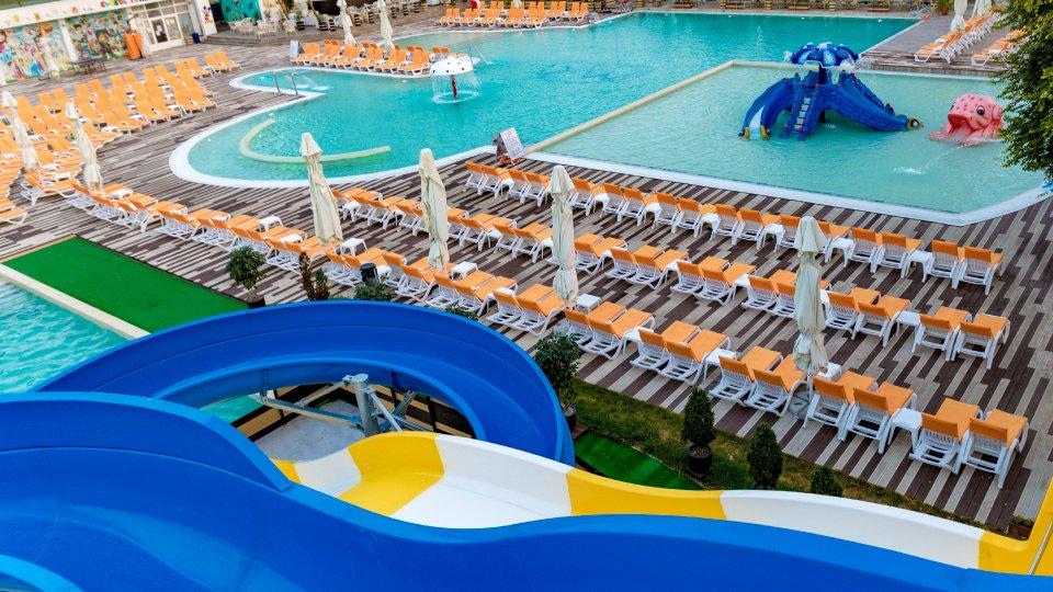 Cazare in Venus All inclusive - camera standard twin - piscina cu sezlonguri