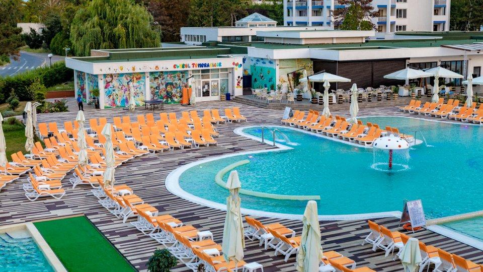Cazare in Venus All inclusive - apartament junior suite - piscina cu sezlonguri