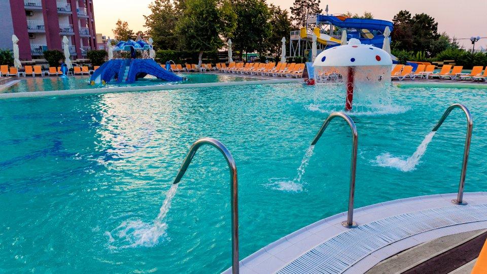 Cazare in Venus All inclusive - apartament junior suite - piscina cu dusuri