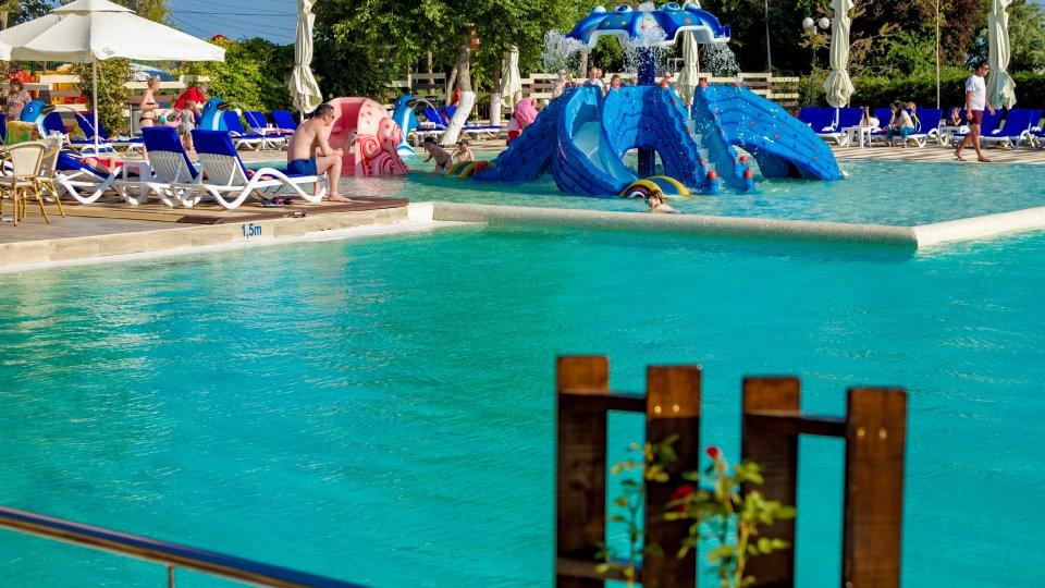 Cazare litoral vile - camera king - piscina pentru copii