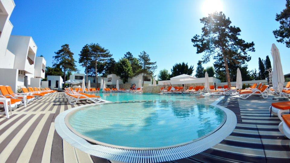 Cazare litoral vile - apartament junior - piscina cu jacuzzi