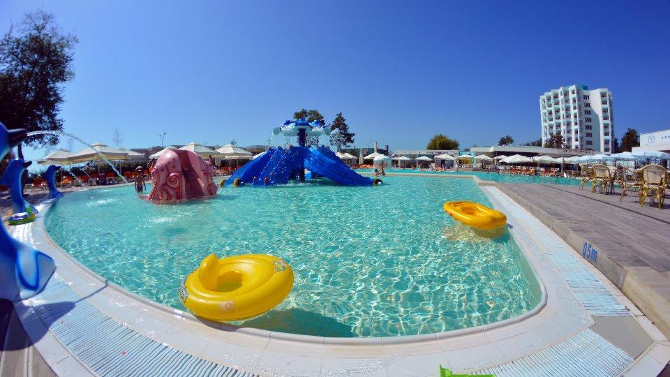 Cazare litoral vile - apartament dublu - piscina pentru copii
