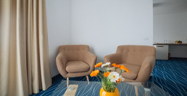 Cazare 4* Cap Aurora - apartament junior - sufragerie