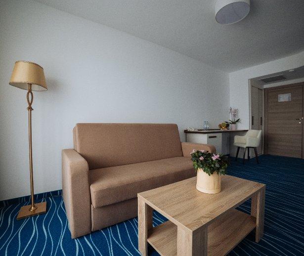 Cazare de 4 steleCap Aurora - apartament junior - vedere sufragerie