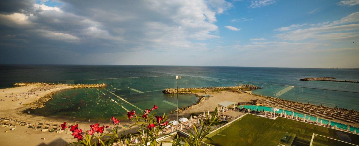 Cazare pentru vacanta la mare in Cap Aurora - apartament junior cu jacuzzi - vedere la plaja