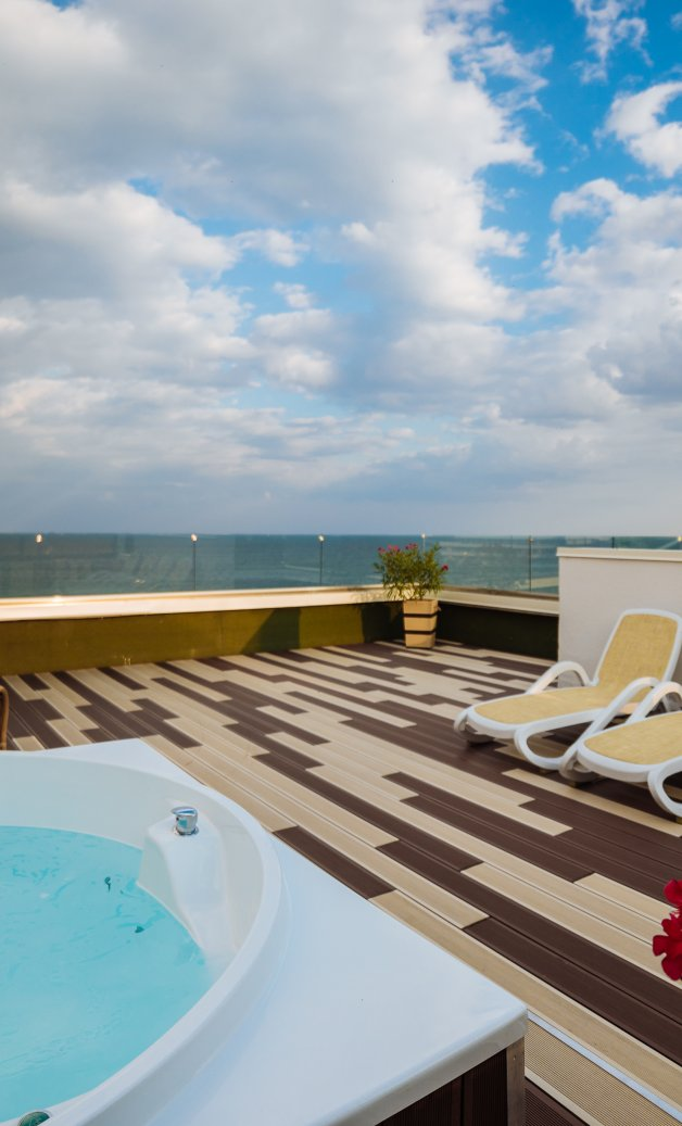 Cazare Cap Aurora - apartament junior cu jacuzzi - jacuzi pe terasa