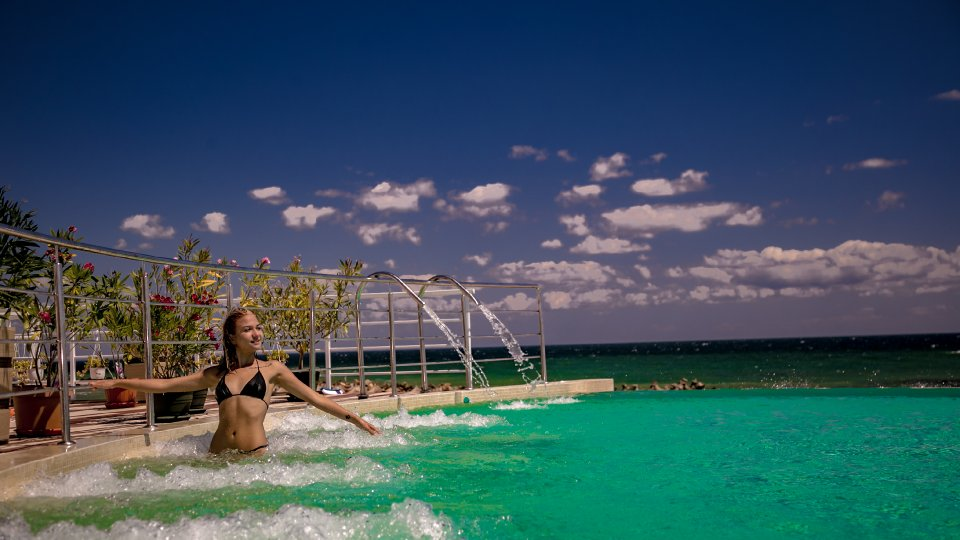 Onix Cap Aurora - apartament junior cu jacuzzi - piscina