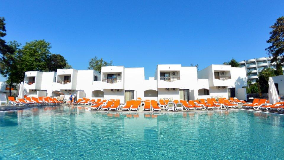 Cazare litoral vile - camere comunicante - piscina