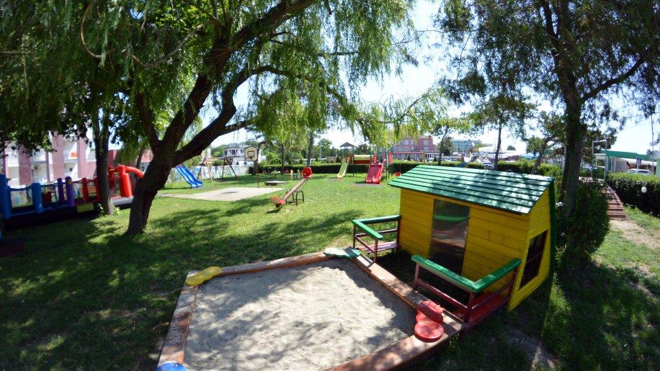 Cazare litoral vile - camere comunicante - loc de joaca pentru copii