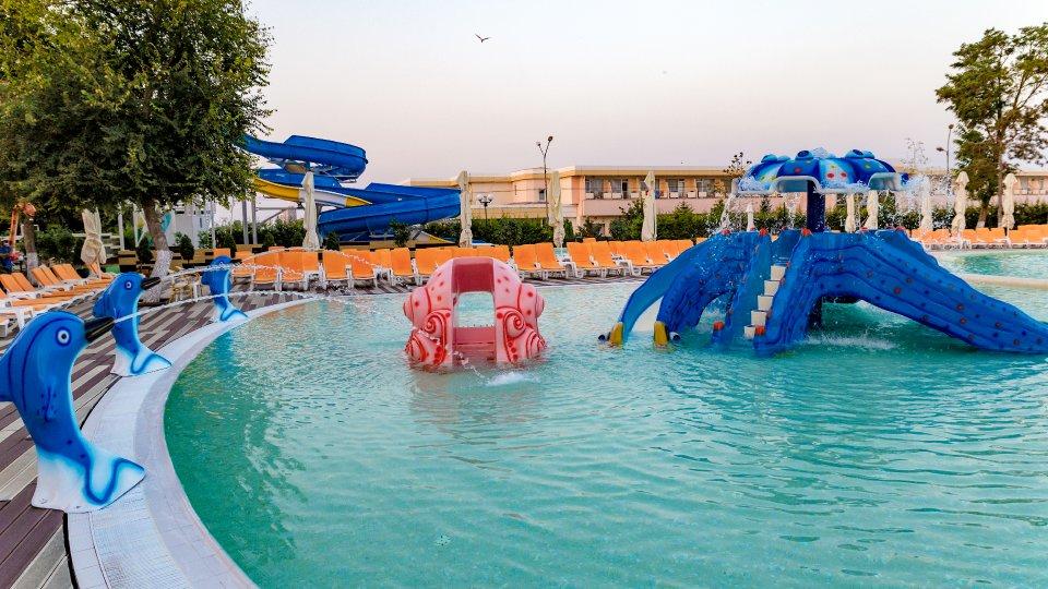 Cazare litoral vile - camere comunicante - piscina pentru copii