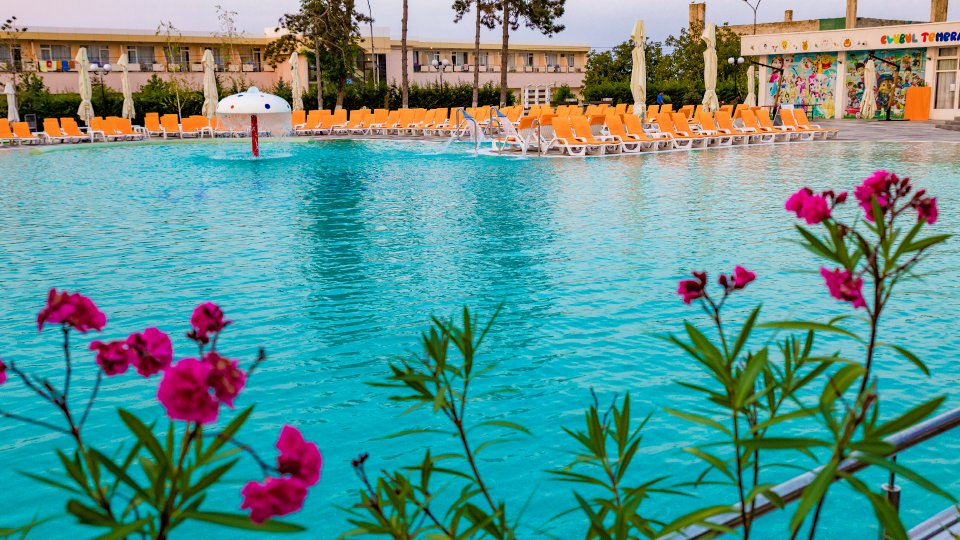 Cazare litoral vile - camere comunicante - piscina cu dus
