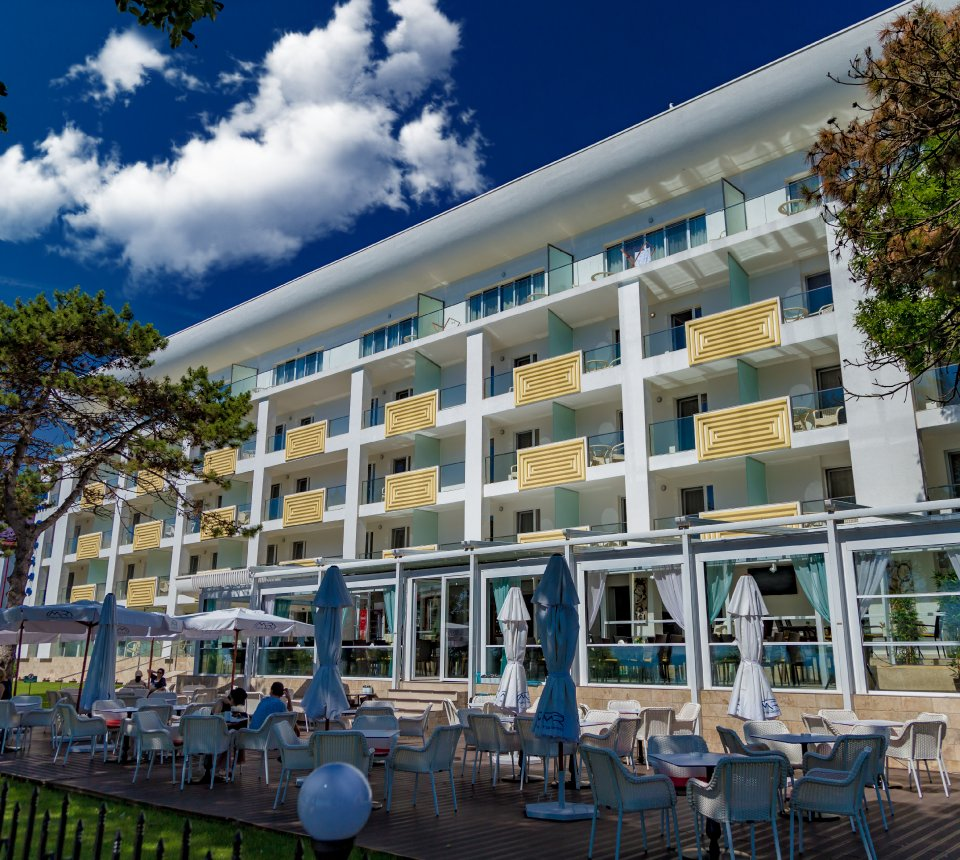 hotel pe faleza la Plaja Mangalia - Hotelul Mera Brise