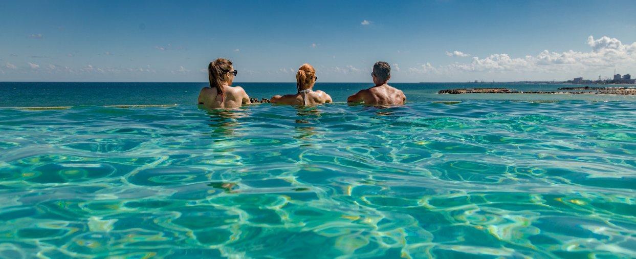 piscina infinity la mera all inclusive