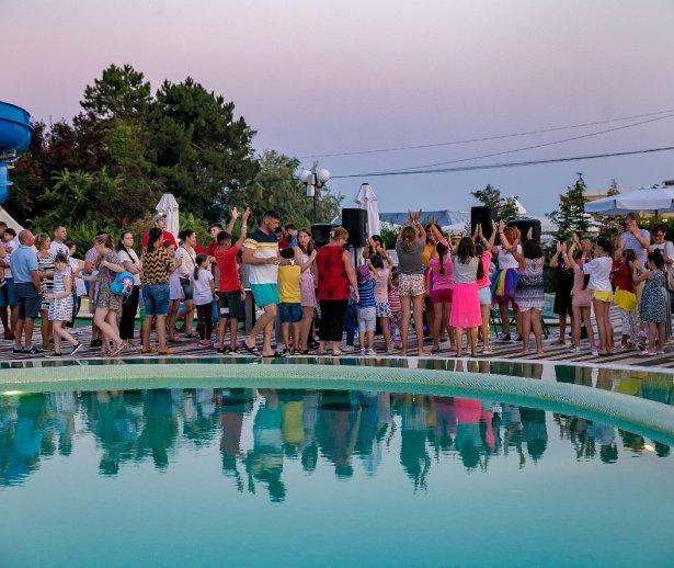 party la piscina la mera