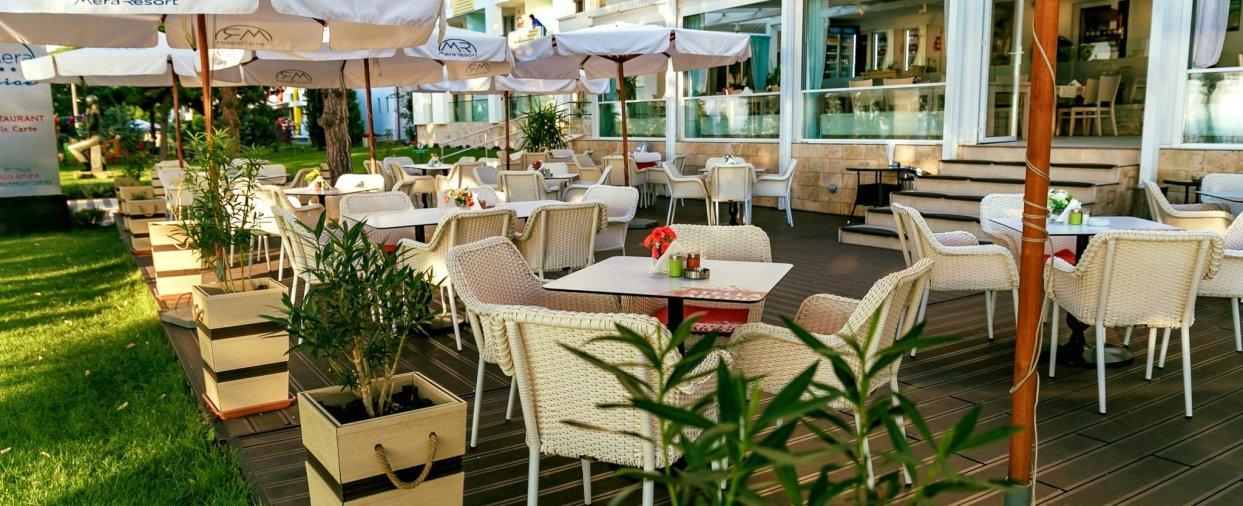 cazare hotel mangalia plaja mangalia la 1 minut de mera brise