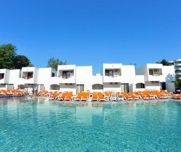 piscina mera villas cazare venus