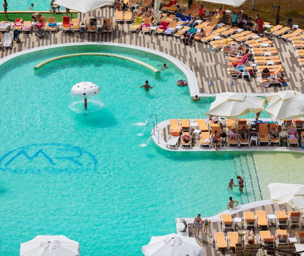 piscina mera resort cazare venus all inclusive