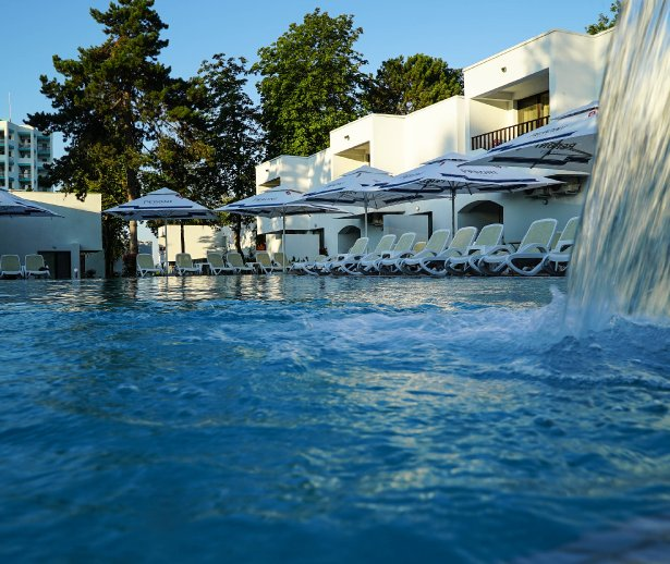 piscina mera villas cazare venus all inclusive