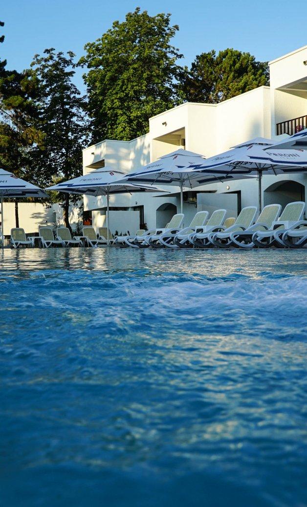 piscina mera villas cazare venus all inclusive