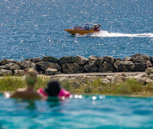 piscina infinity cazare cap aurora mera onix oferta all inclusive romania