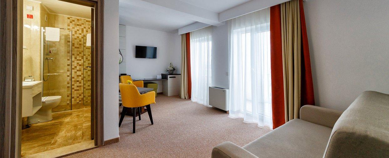 Cazare in Mangalia pe litoralul romanesc - apartament - sufragerie