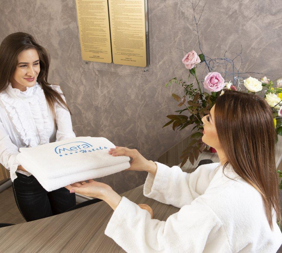 job camerista la mera hotels