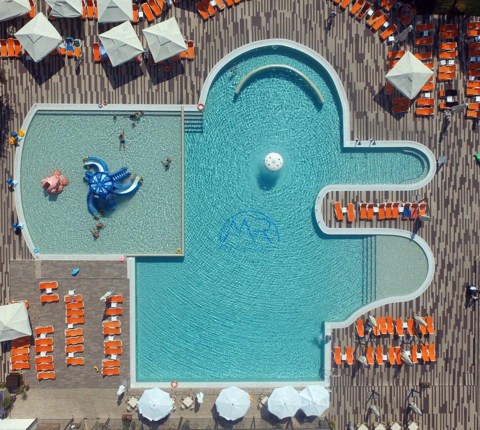 Piscina pe litoralul romanesc - Mera Resort