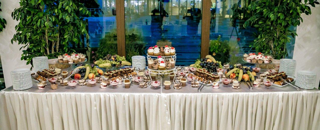 Evenimente private - masa cu prajituri