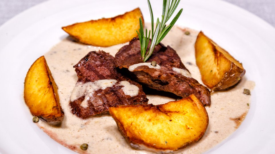 Despre Mera Brise - carne de porc cu cartofi la cuptor