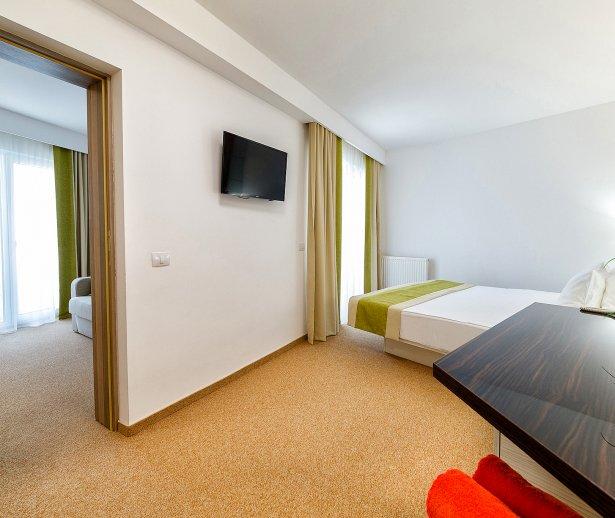 Cazare in Venus All inclusive - apartament junior suite - vedere dormitor si sufragerie